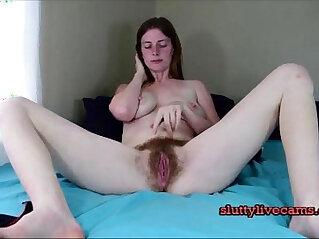 Girl masturbates with pussy wanks creams her dildo on webcam